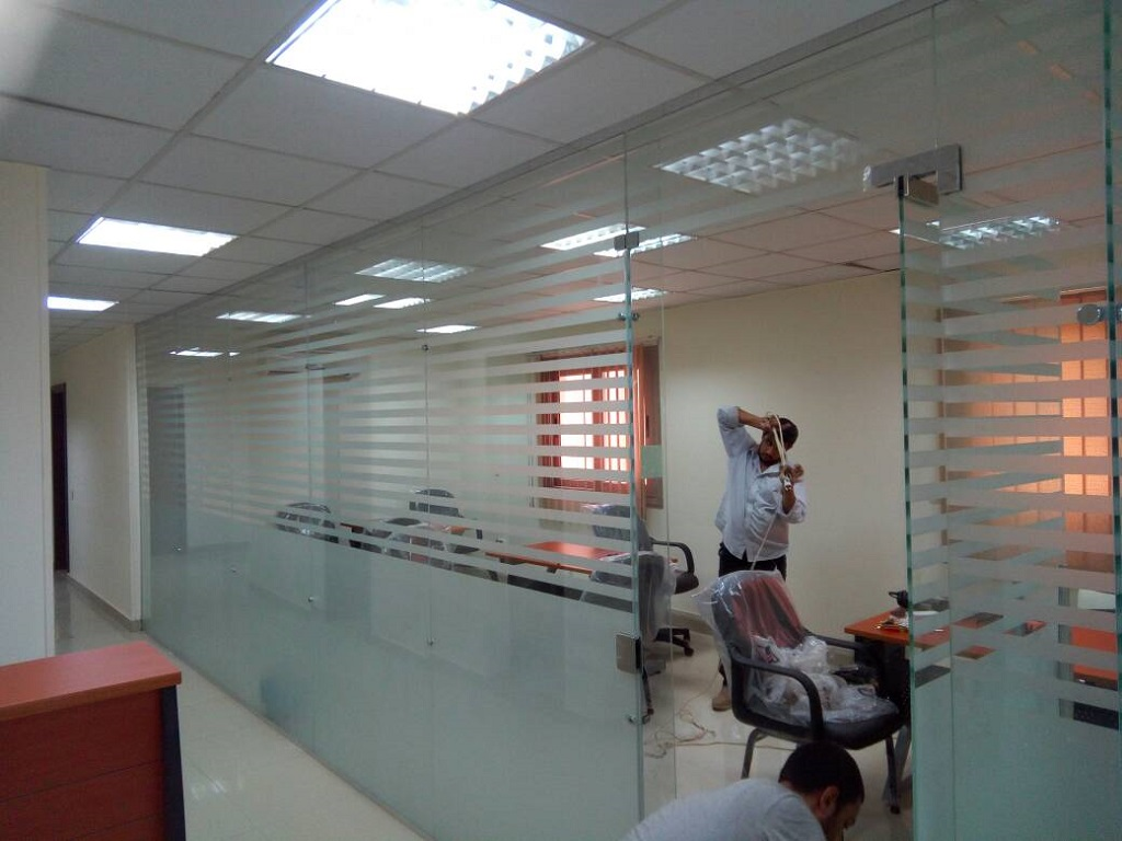 Installation of glass partitions